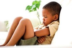 crianca com dor de barriga - antiacidos