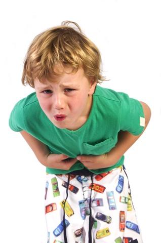 criança com dor de barriga pediatria