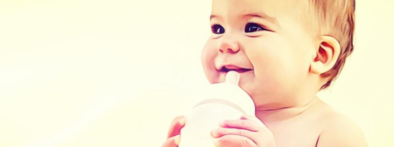 bebe com leite