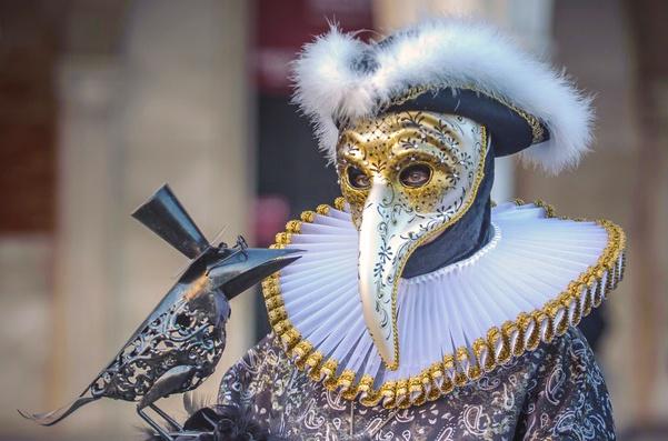 fantasia de medico da peste no carnaval de veneza