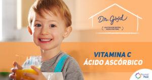 """Menino loiro com olhos azuis segurando um copo com um líquido laranja, logo Dr. Good no canto da arte, ao lado do menino está escrito """"VITAMINA C ÁCIDO ASCÓRBICO"""""""