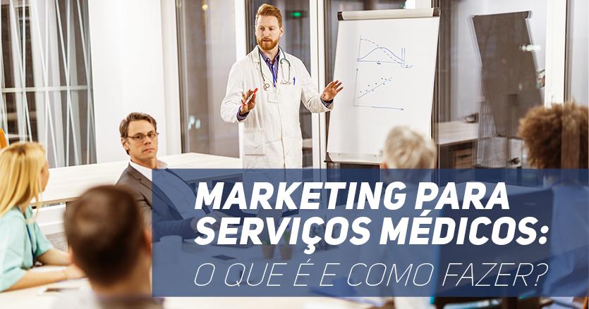 """Sala de reunião com 5 pessoas sentadas ao redor de uma mesa e 1 médico em pé apresentando. Frase destacada """"Marketing para serviços médicos: o quê é e como fazer?"""""""